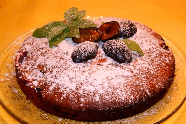 Простой сливочно-сливовый пирог