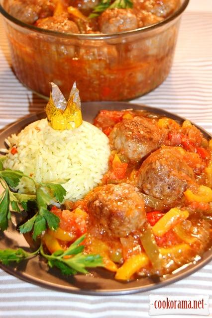 Кефтедес в соусе с перцами