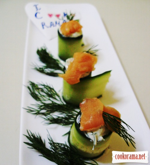 Rolls from cucumbers dip