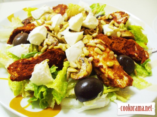 Vegetable salad with chicken breast