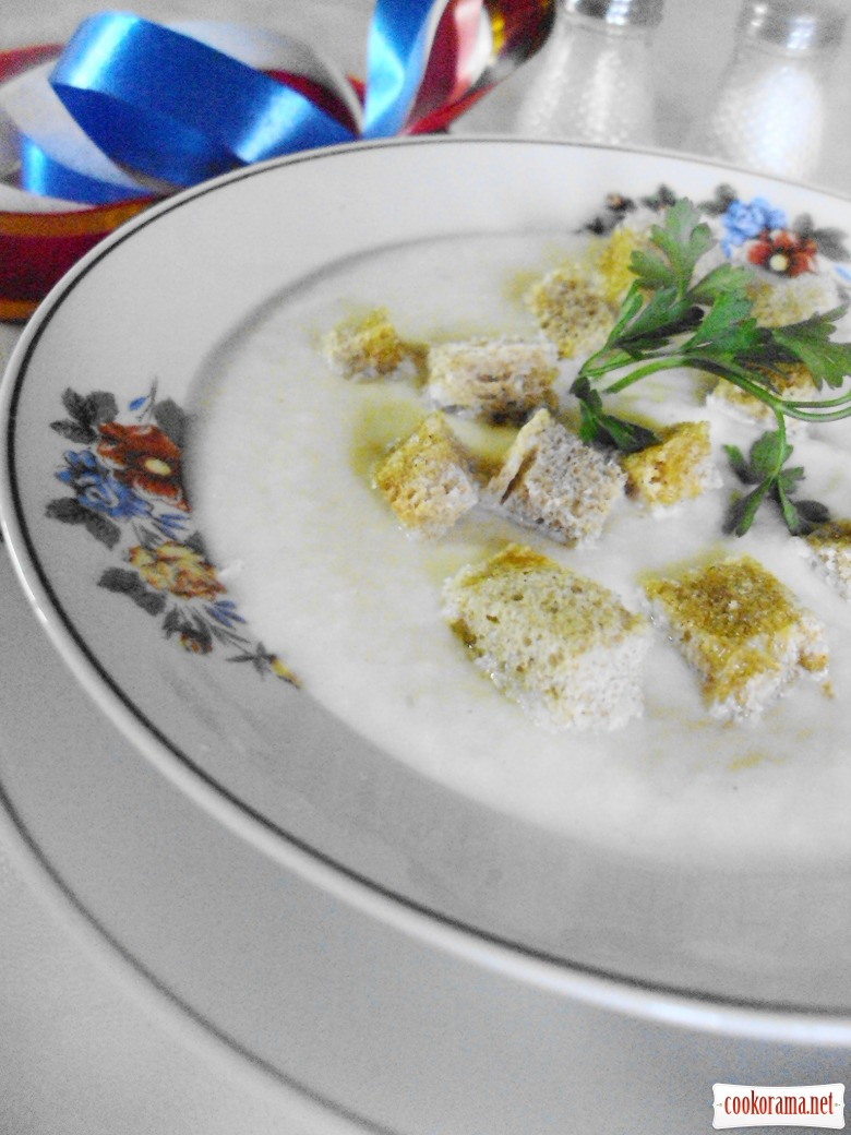 Velouté soup with cauliflower