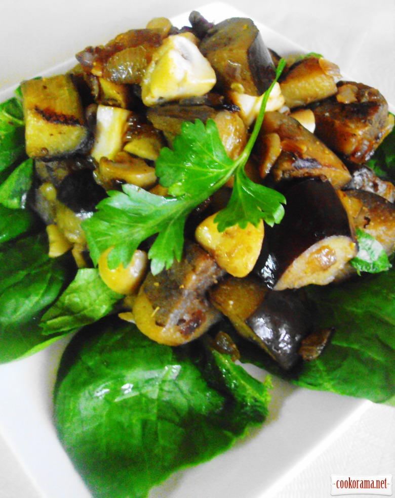 Теплый салат с баклажанами и грибами.