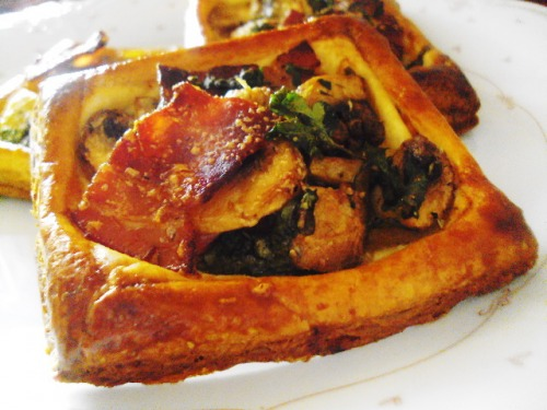 Мини-тарт с беконом и грибами