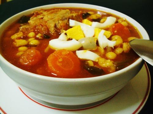 Нутовый суп с мясом и овощами