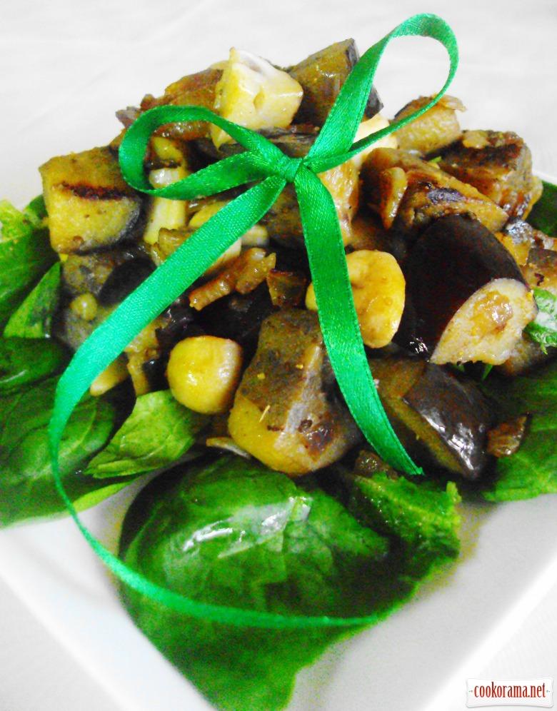 Теплый салат с баклажанами и грибами