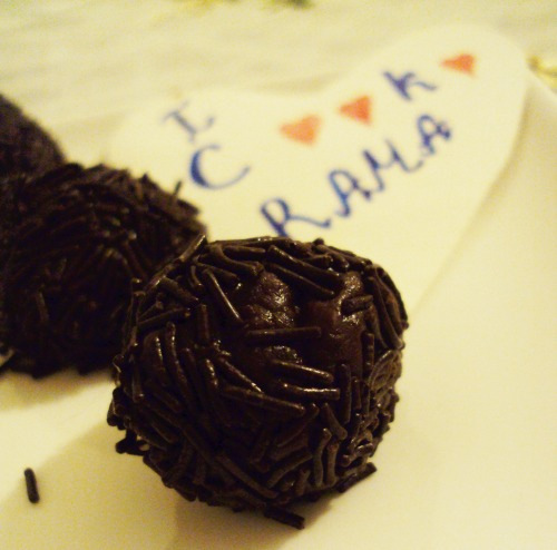 BRIHADEYRO (truffles with condensed milk)