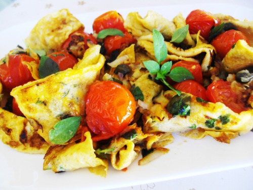 Omelet taliatelle with cherry tomatoes and capers