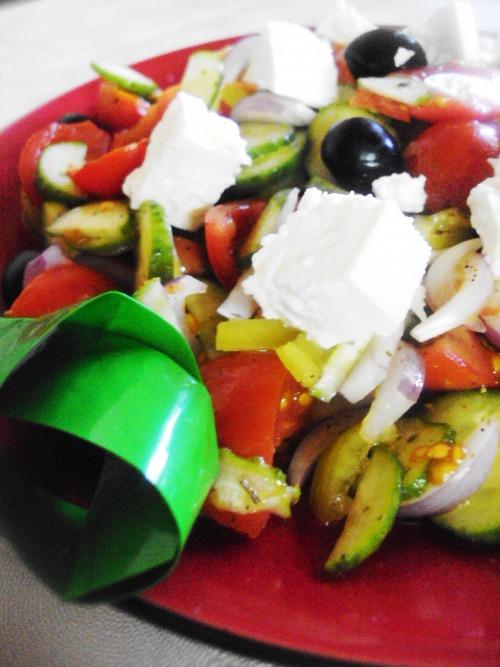 Хорьятики салата (деревенский салат)