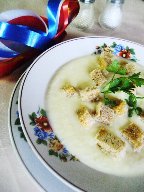 Veloute soup with cauliflower