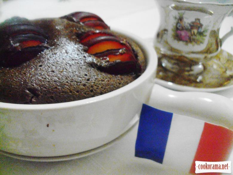 Клафути с шоколадом и сливой