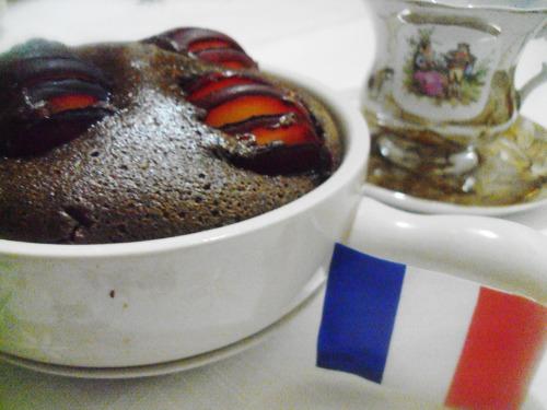 Клафуті з шоколадом і сливою