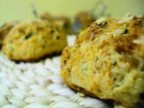 Пикантные сырные булочки