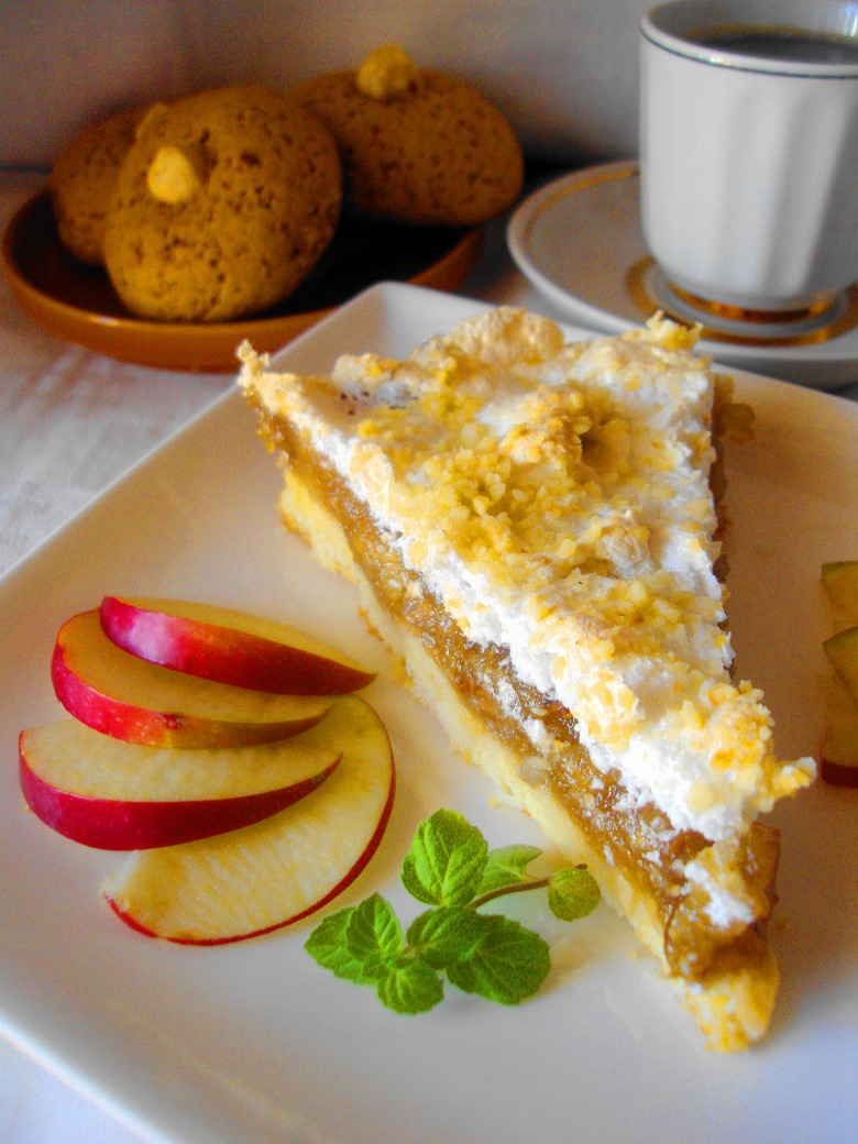 Apple tart with nuts