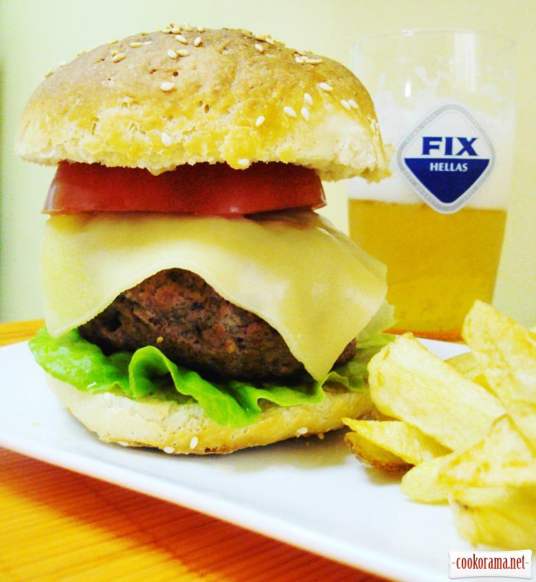 Домашній гамбургер з пишними булочками