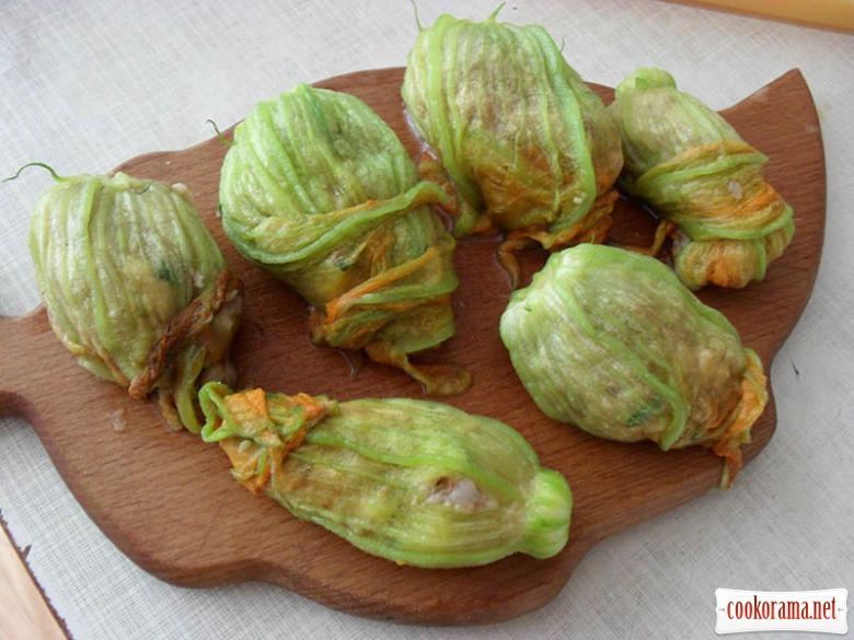 Stuffed courgette flowers for competition
