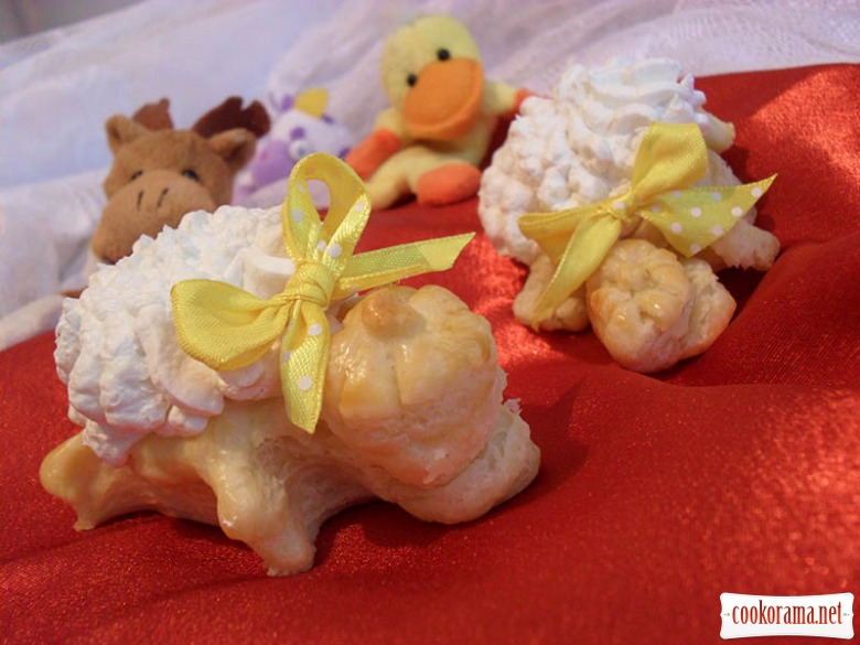 Cake-ice cream with rhubarb «Turtle Tugo»