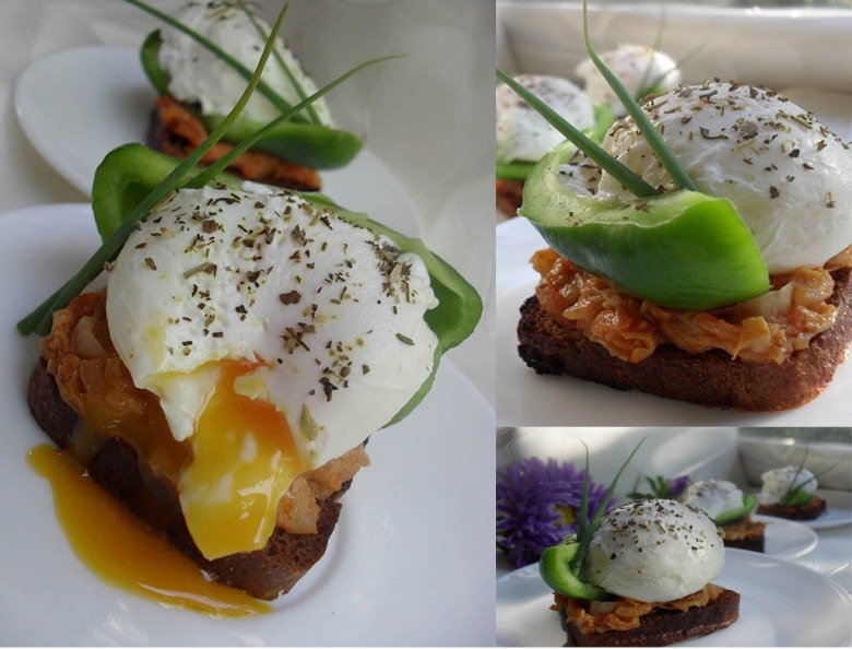 Sandwiches with braised cabbage, fresh pepper and poached egg
