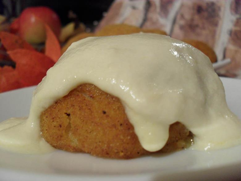 Картофельный зразы с сырным соусом