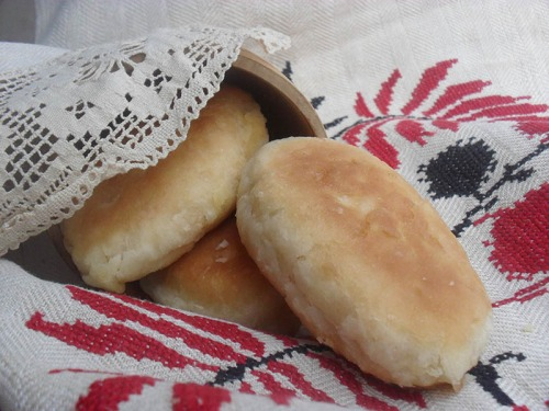 Постные пирожки с горохом из заварного теста