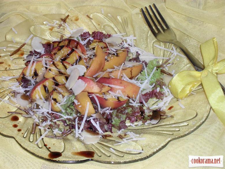 Теплий персиковий салат