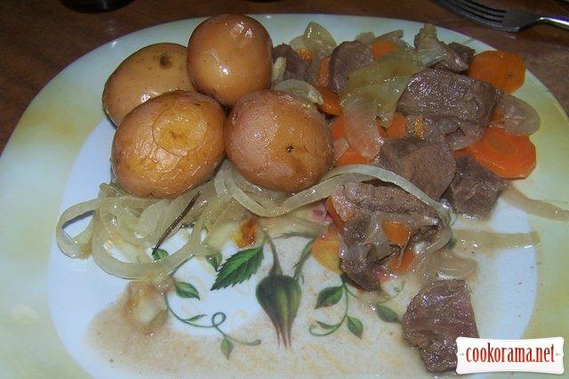 Мясо тушеное с гарниром