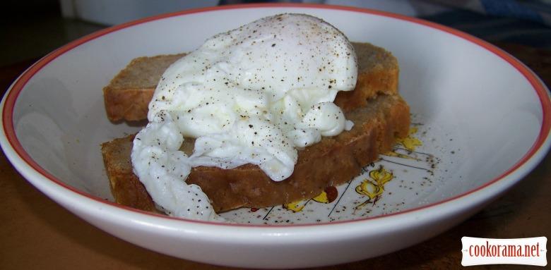 Яйца по-бенедиктовски на пивном хлебушке