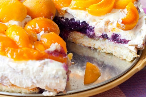 Чизкейк с желе и фруктами