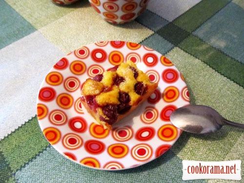 Бісквітний пиріг з черешнями