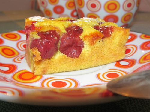 Бисквитный пирог с черешней