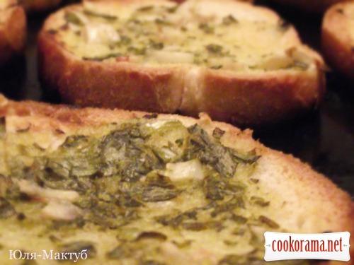 Сельдь с зелёным маслом на белом хлебе