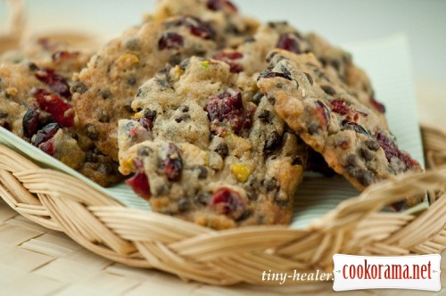 Печенье с фисташками, сушеной клюквой и шоколадными каплями