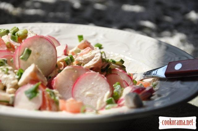 Салат с курицей и редиской
