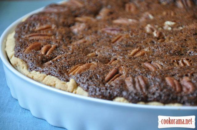 Тарт с пеканами и облепиховым сиропом