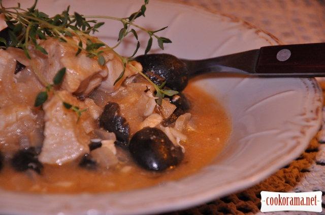 Рагу из курицы с маслинами. По-гречески