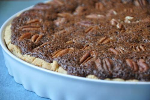 Тарт з пеканами і обліпиховим сиропом