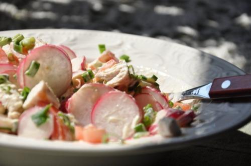 Салат з куркою і редискою
