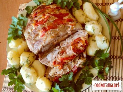 Свинина запеченная с сыром и помидорами