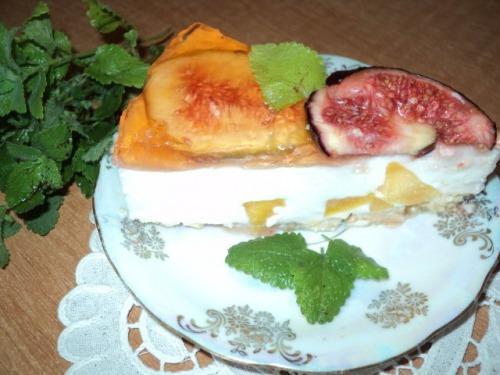 Торт «Південний» з інжиром і персиками