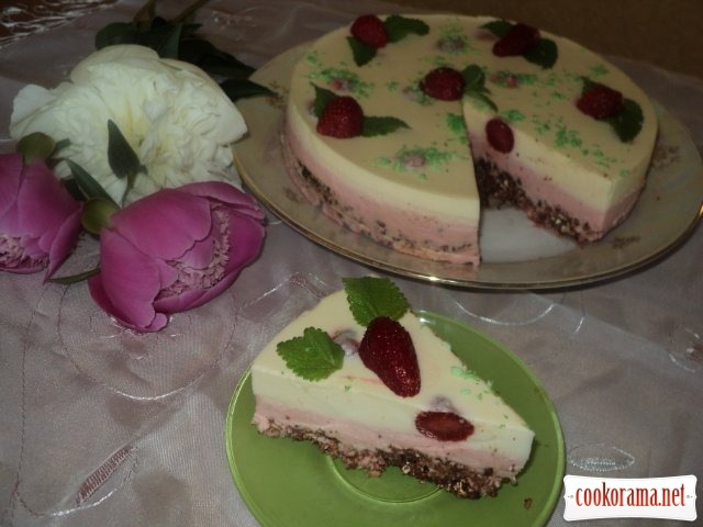 """Торт """"Клубничное наслаждение"""""""