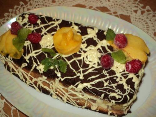 Мармуровий чізкейк з малиною і персиками