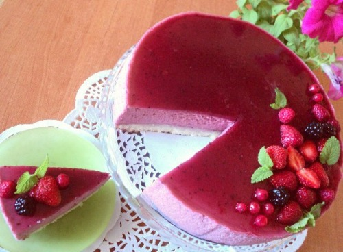 Торт «Черносмородиновое наслаждение» (Delice au cassis)  по рецепту от Джеймса Мартина