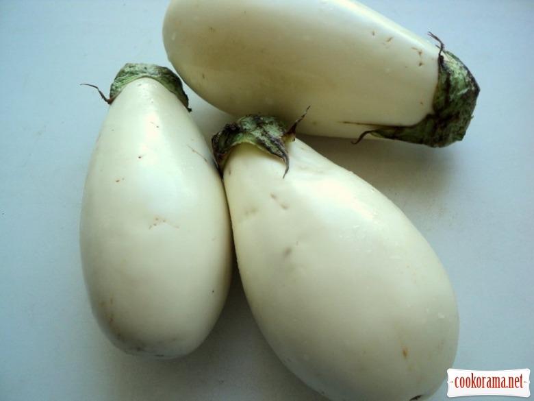 Белые баклажаны, тушенные в сметане