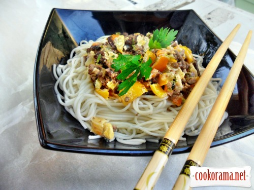 Somen noodles with a liver in a creamy sauce