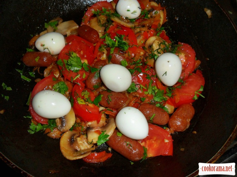 Lecho with smoked sausage Pikolini and quail eggs.