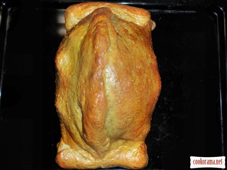 Курица запеченная в тесте, в белом соусе с прованскими травами, и начинкой