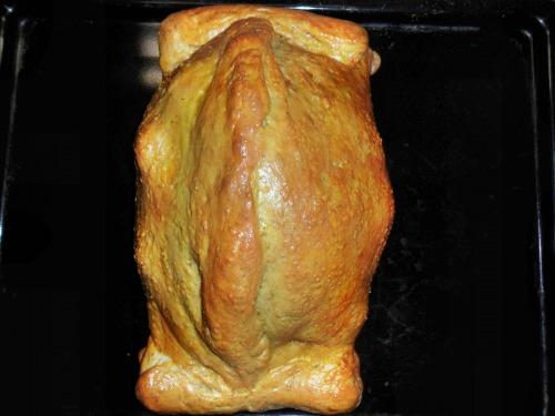 Курка запечена в тісті, в білому соусі з прованськими травами, і начинкою