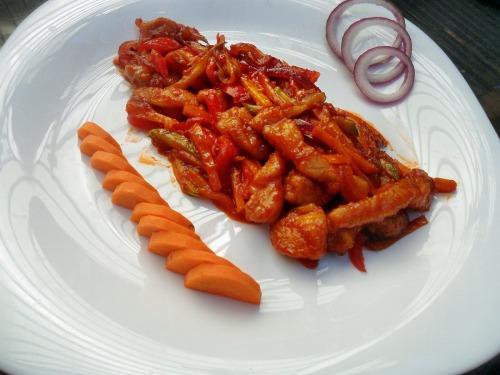 Свинина с овощами в кисло-сладком соусе
