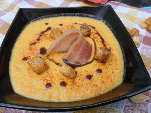 Creamy pumpkin soup with bacon and croutons