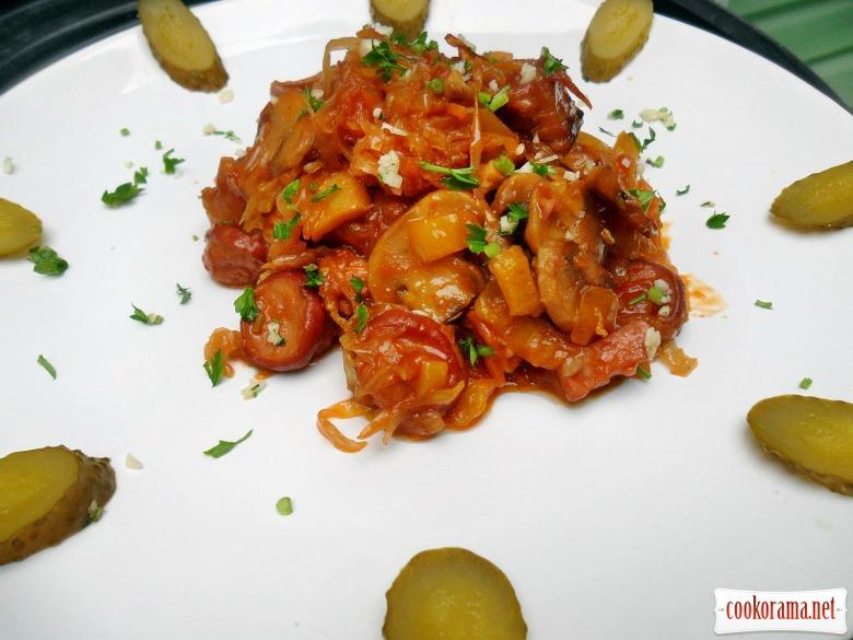 Квашеная капуста, тушеная с овощами, грибами, копчёной сосиской