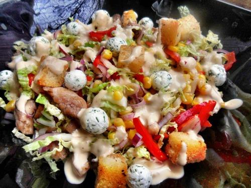 Греховно вкусный салат с пекинской капусты, курицы, крутонами, и оригинальной заправкой
